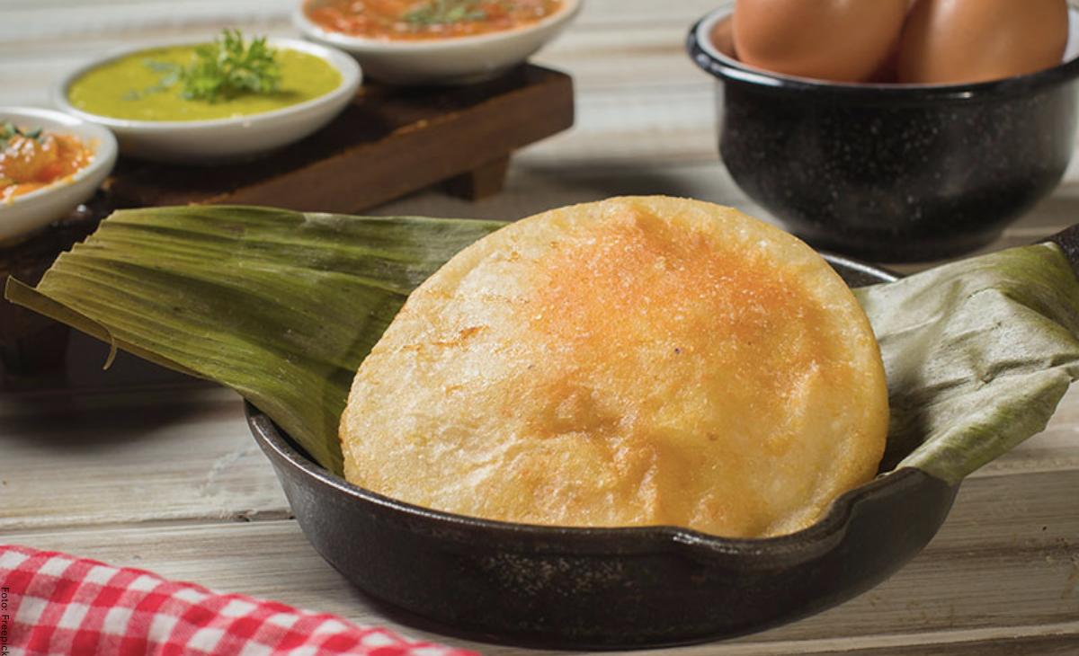 ¿Cómo hacer arepa de huevo colombiana?