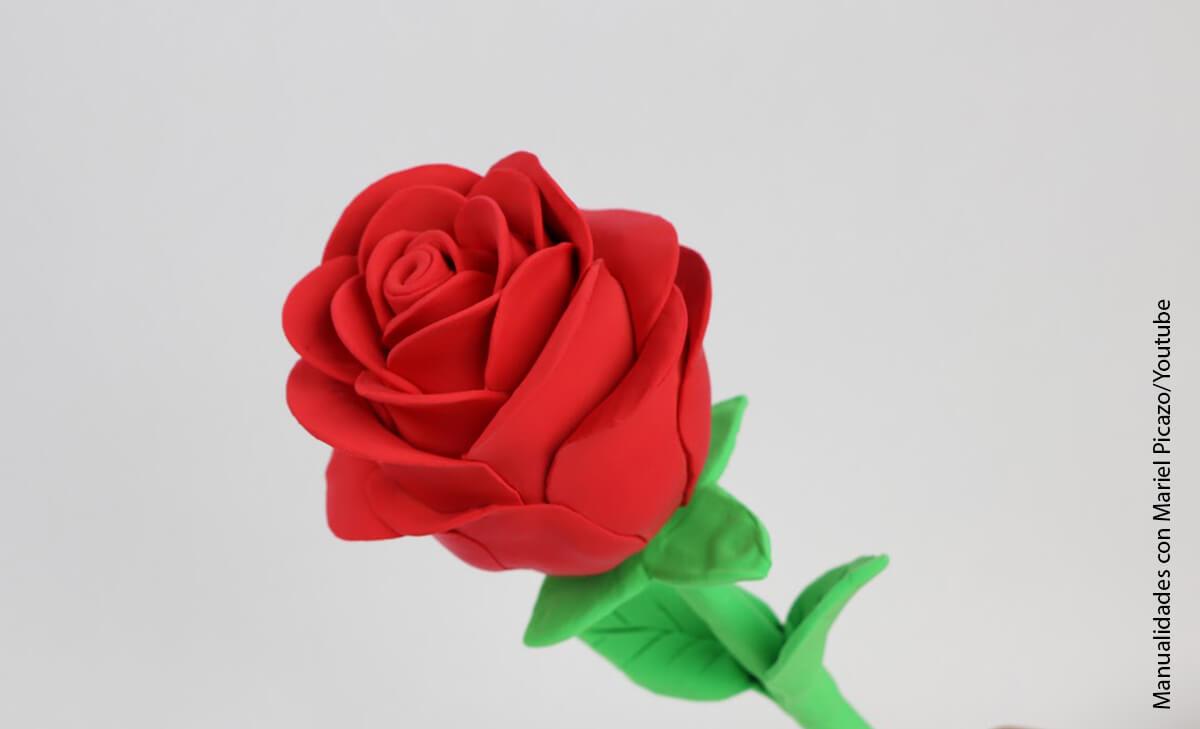 Foto de una rosa que muestra cómo hacer flores en foami
