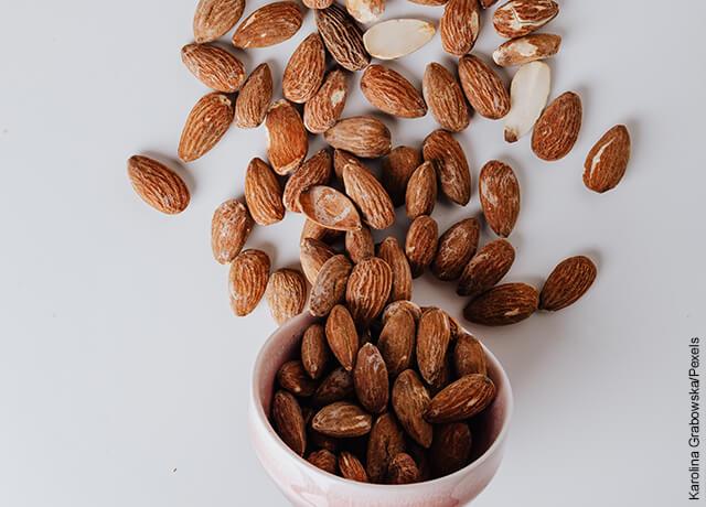 Foto de frutos secos que muestran cómo hacer leche de almendras