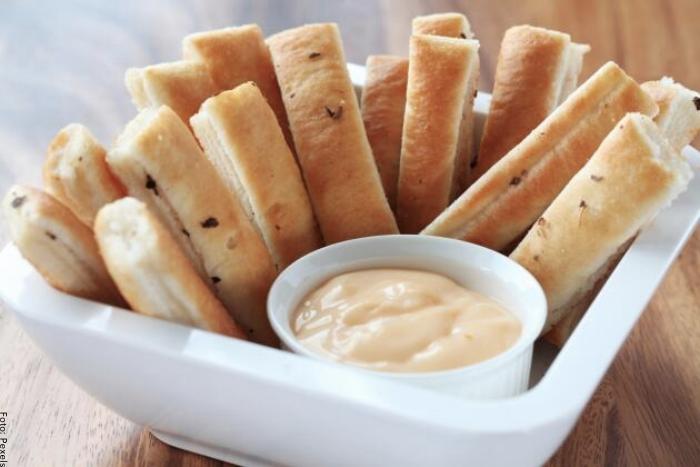 Foto de salsa de ajo para acompañar pan