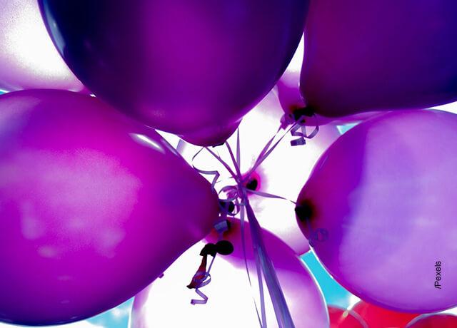 Foto de globos amarrados
