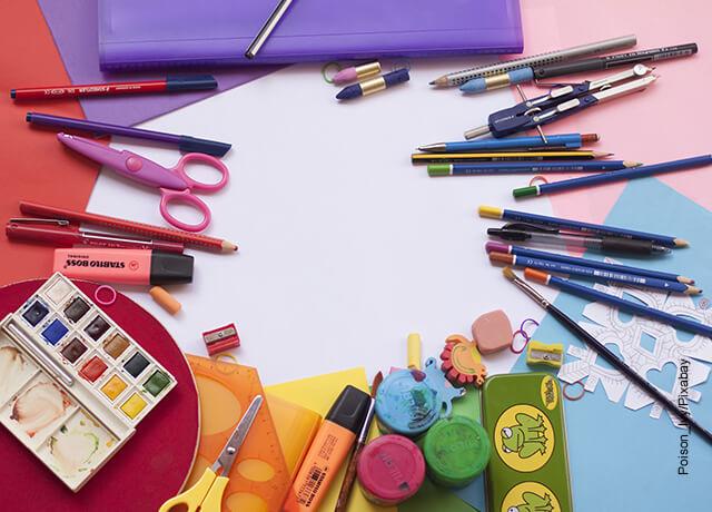 Foto de materiales infantiles que ilustra cómo hacer un periódico