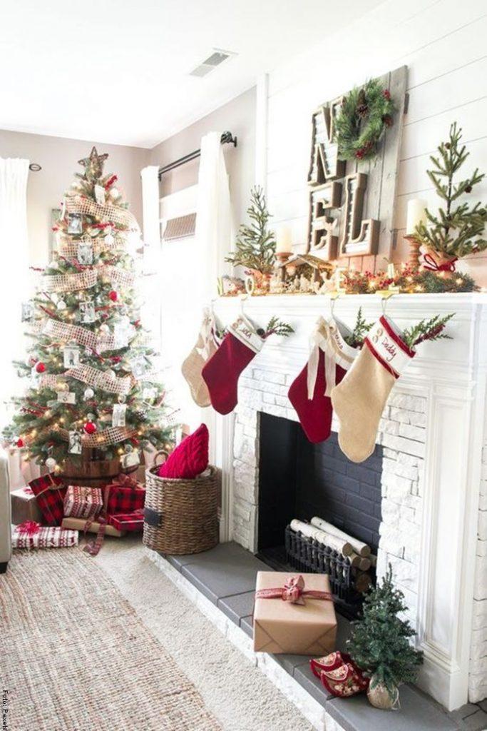 Foto de una sala para ilustrar cómo hacer una chimenea navideña