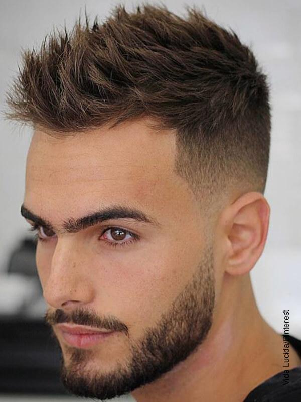 Foto de un hombre de cabello corto que muestra los cortes de cabello para hombres