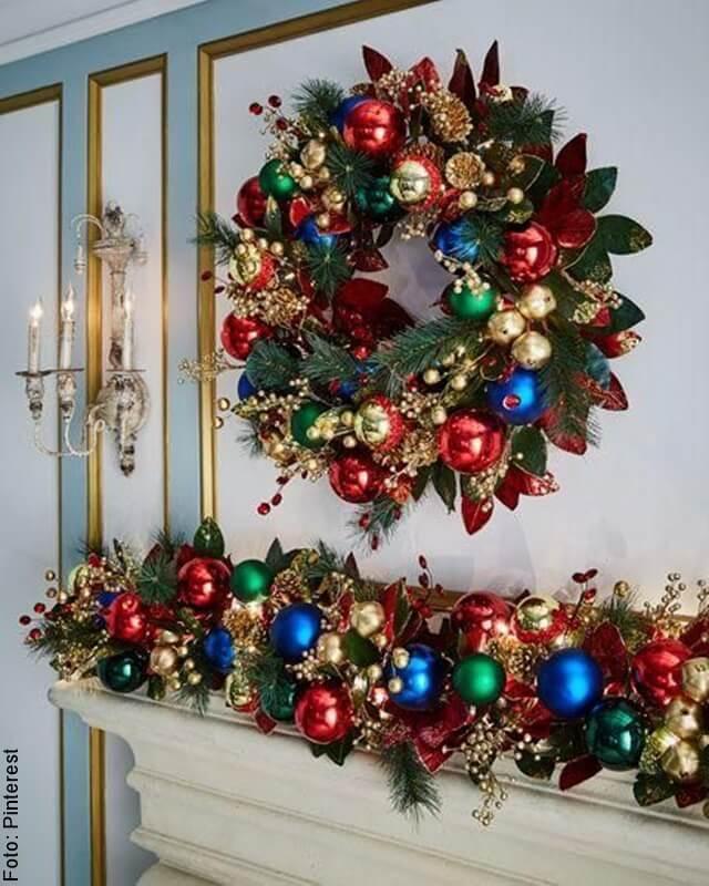 foto de guirnaldas de navidad con colores