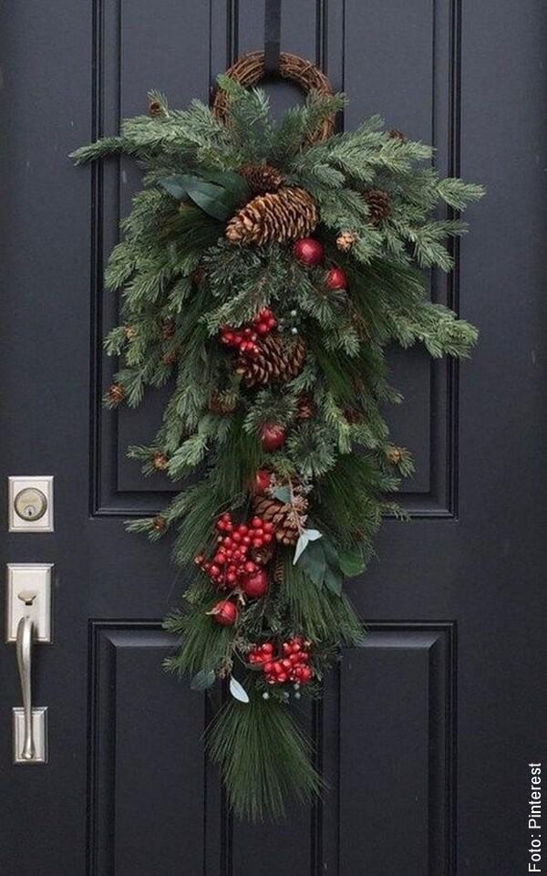 foto de decoración de puerta de navidad
