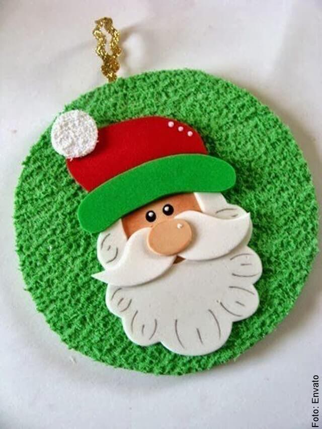 foto de adorno navideño hecho en foami