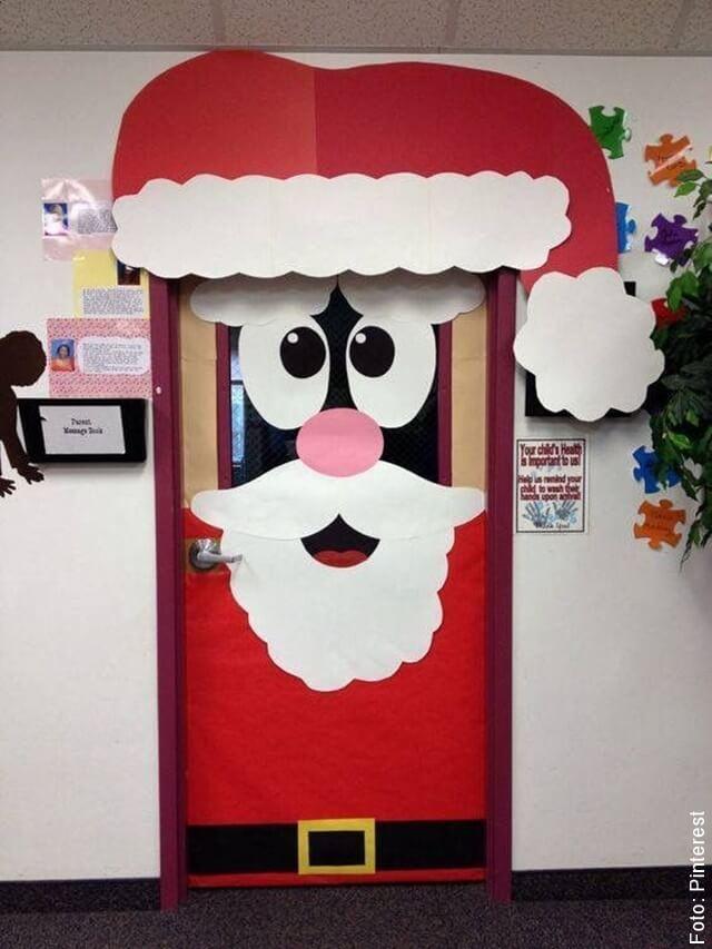foto de puerta decorada de navidad