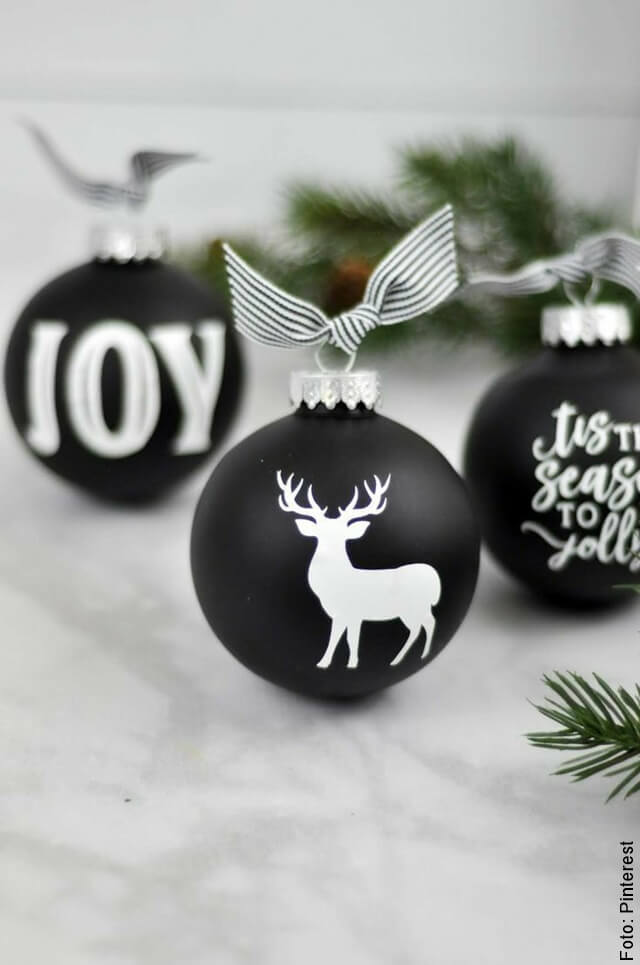 foto de bolas de navidad negras