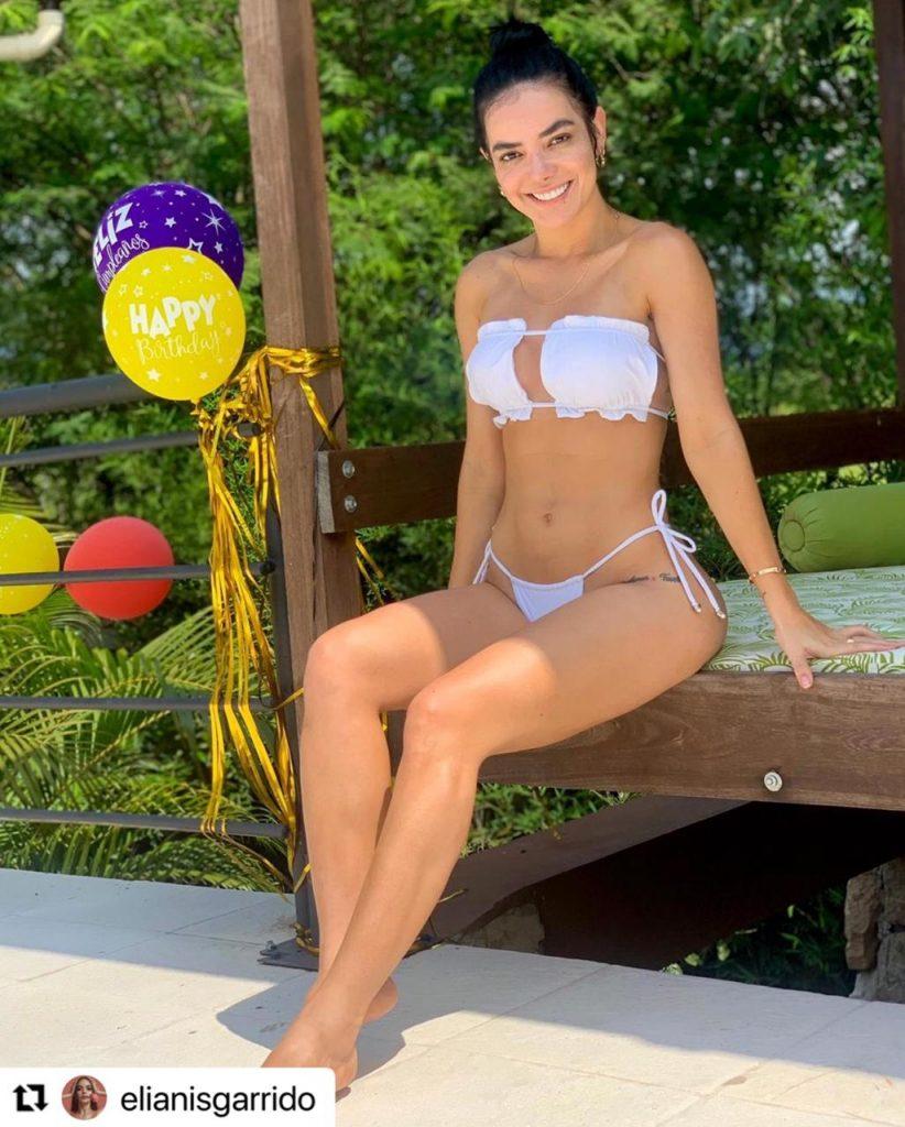 Elianis Garrido en sensual bikini blanco.