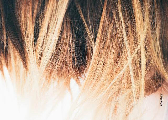 Foto del cabello de una mujer que ilustra iluminaciones en el cabello