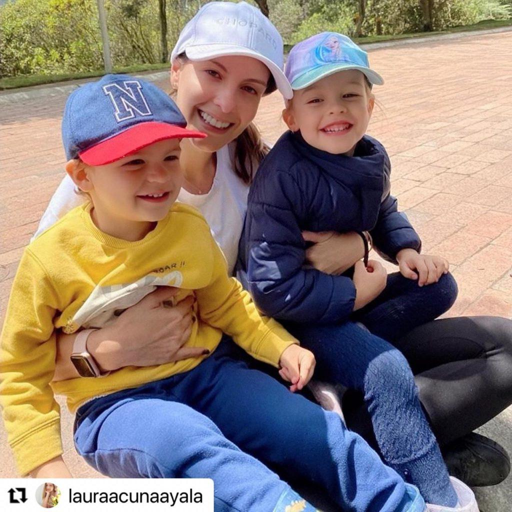 Laura Acuña y sus hijos, Nicolás y Helena.
