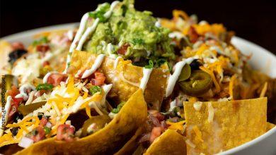 Foto de un bol con comida mexicana que ilustra los nachos y su receta