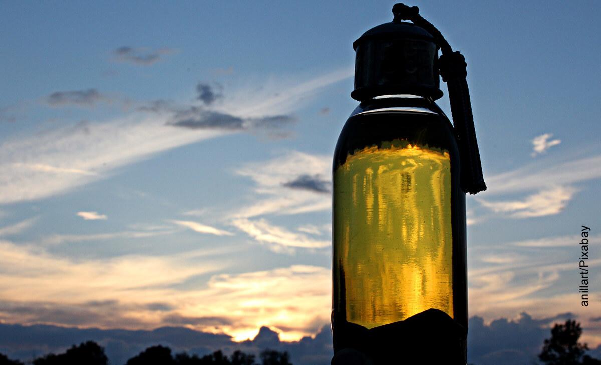 Foto de un recipiente de aceite que muestra para qué sirve el aceite de argán