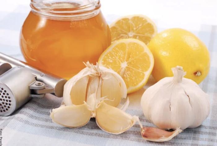 Foto de ajos, limones y miel