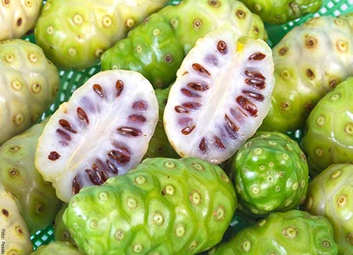 Foto de este fruto verde con semillas cafés