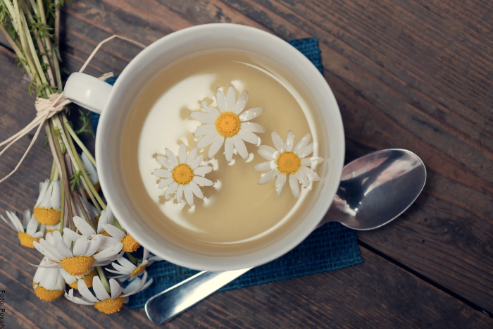 Foto de una taza para ilustrar para que sirve el té de manzanilla