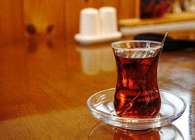 Foto de una taza de té claro