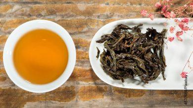 Foto de una taza de té sobre una mesa