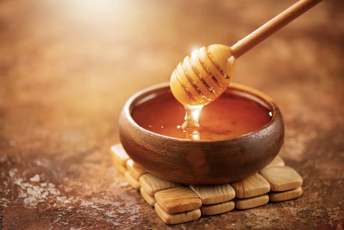 Foto de miel para ilustrar para qué sirve la miel de abeja