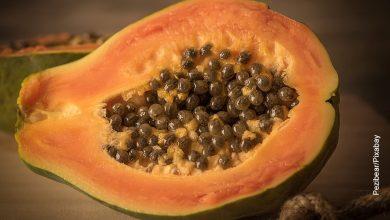 Foto de una fruta exótica que muestra para qué sirve la papaya