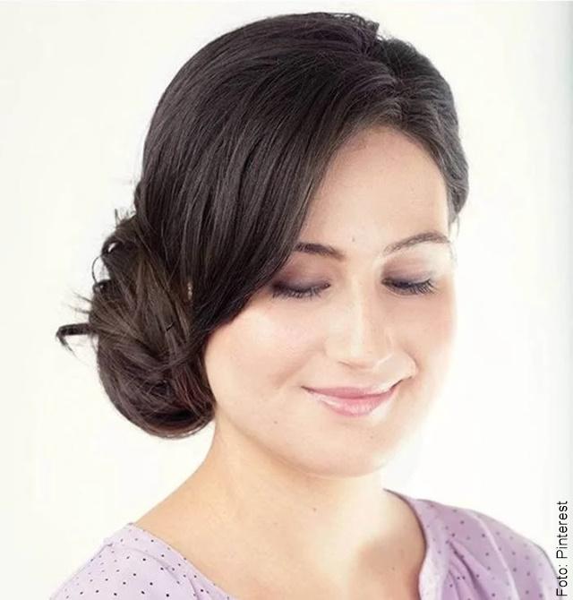 foto de chica con cabello recogido