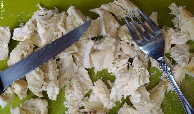 Foto de pollo cortado en trozos