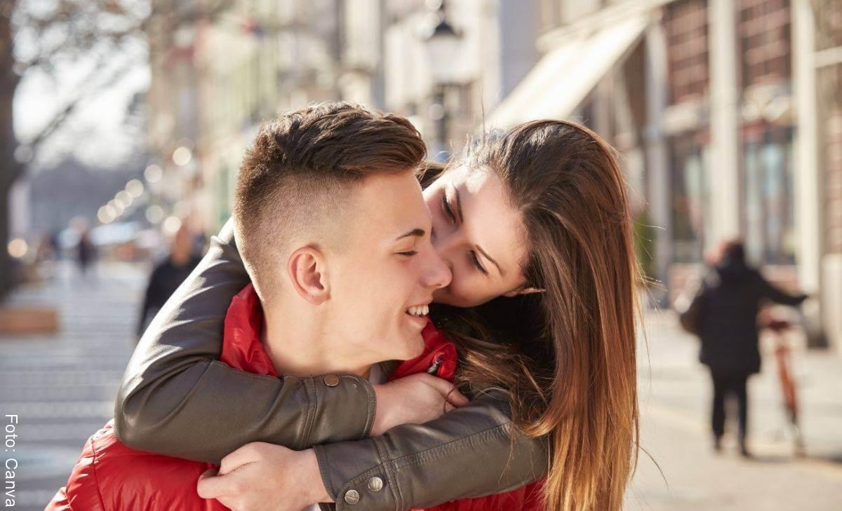 ¿Por qué disfrutamos sacando espinillas a nuestra pareja?