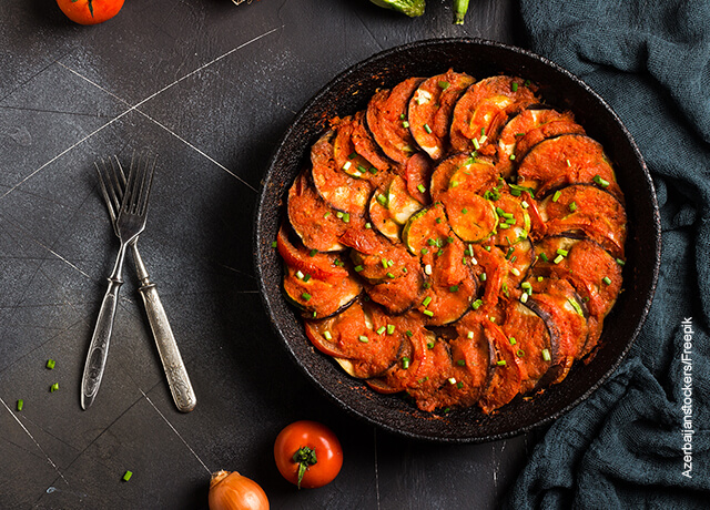 Foto de una comida servida que ilustra el ratatouille receta de película