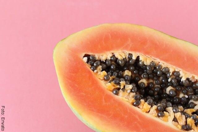 foto de una papaya partida por la mitad