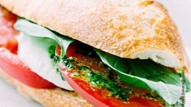 Foto de un sándwich con vegetales
