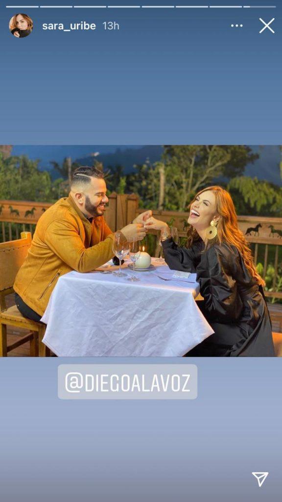 Sara Uribe y su novio Diego A La Voz, durante una cena romántica.