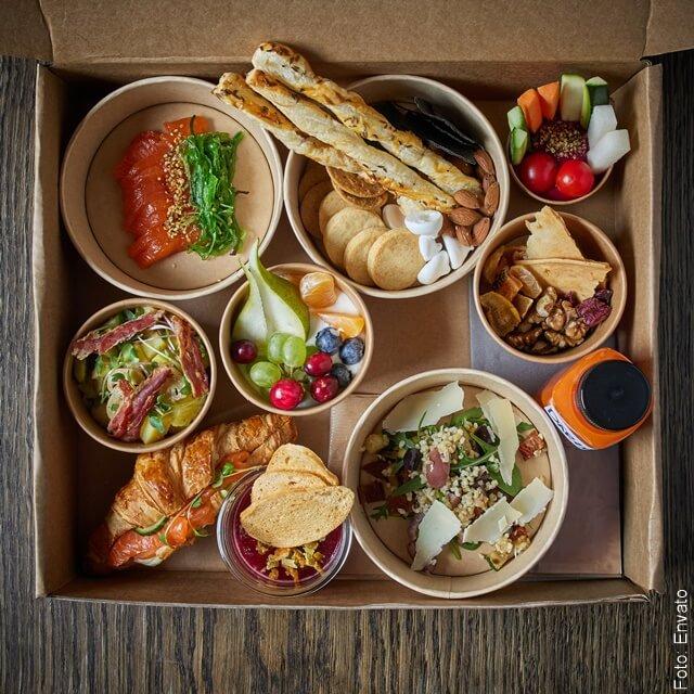 foto de varios alimentos preparados