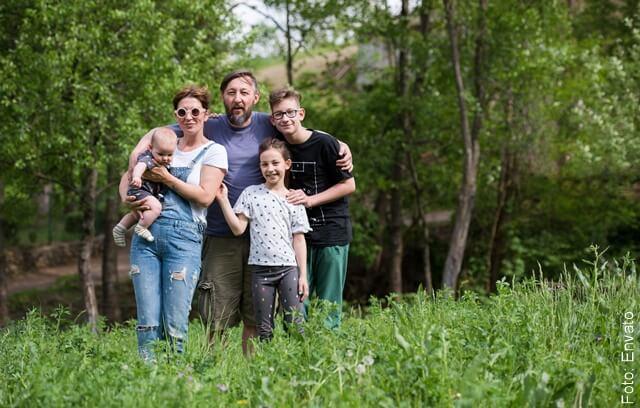 foto de familia en el bosque