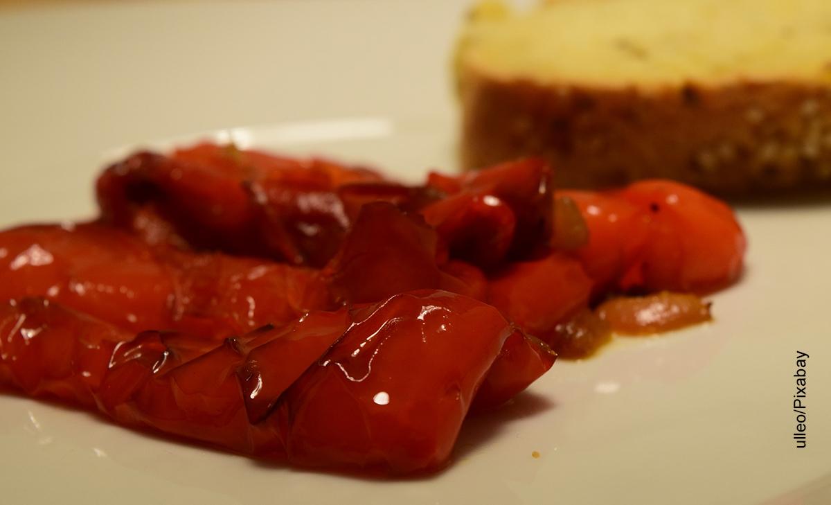 Foto de un aderezo de pimentones que muestra cómo hacer antipasto con su receta
