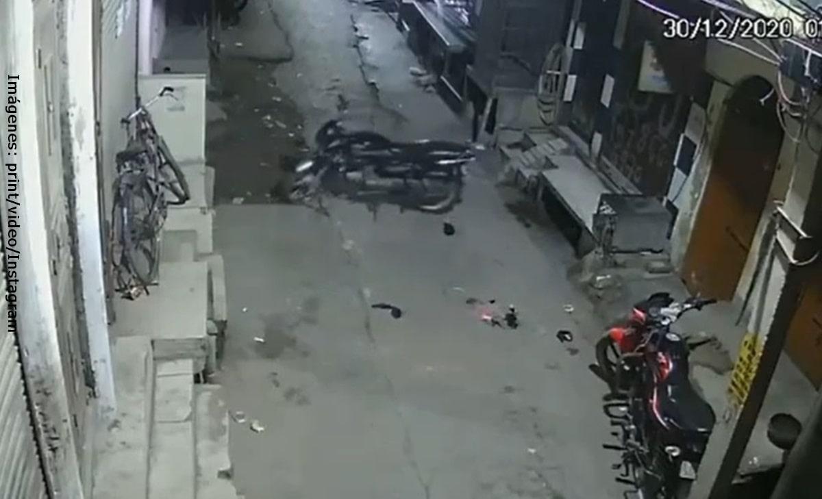 """Cámara de seguridad captó motocicleta conducida por """"fantasma"""""""