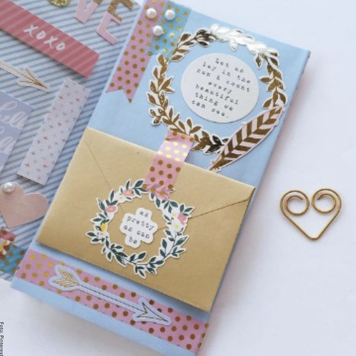 Foto de una carta decorada con notitas