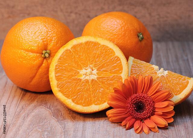 Foto de naranjas partidas que muestran cómo desintoxicar el hígado