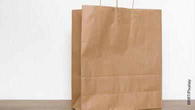 Foto de un empaque que muestra cómo hacer bolsas de papel