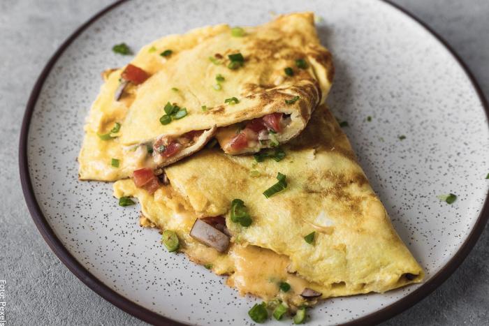 Foto de omelet ya preparados en un plato