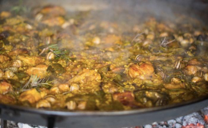 Foto de la paella cocinándose
