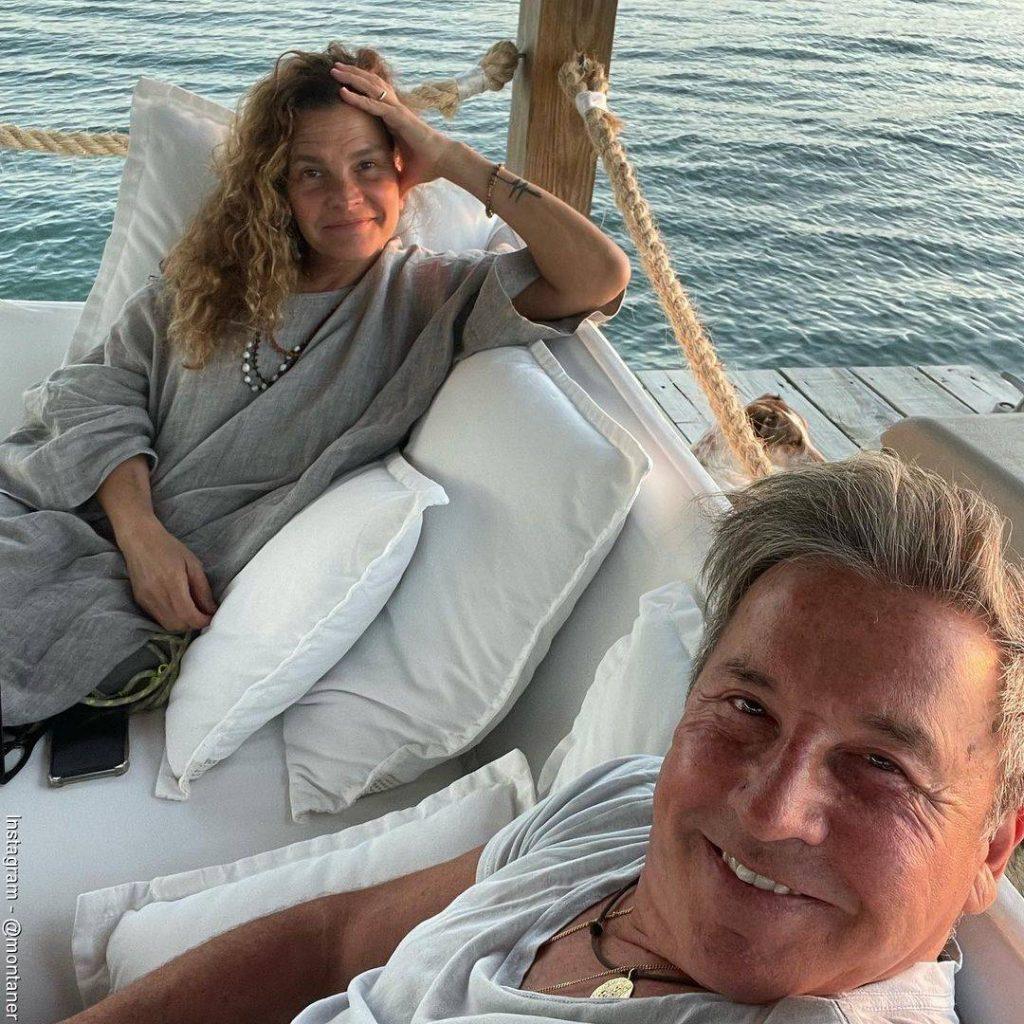 Foto de Ricardo Montaner al lado de su esposa Marlene descansando