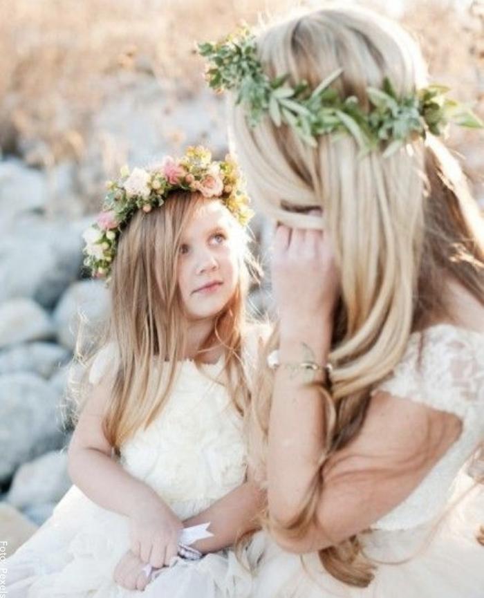 Foto de una sobrina mirando a su tía