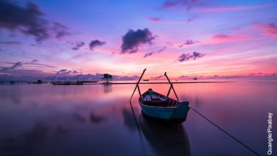Foto de una balsa en el mar que ilustra los lugares más hermosos del mundo