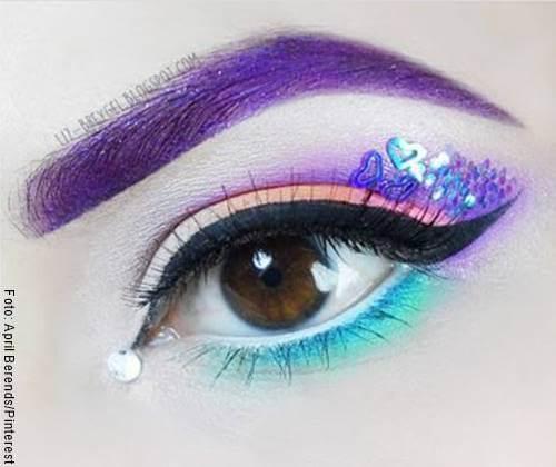 Foto de ojo con el último paso del maquillaje de unicornio