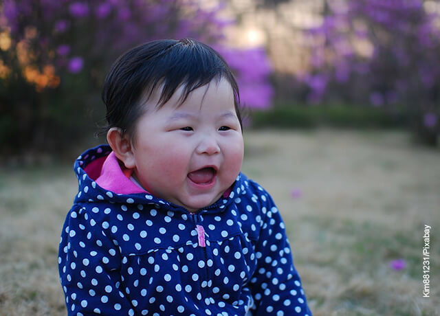 Foto de una bebé coreana sonriendo