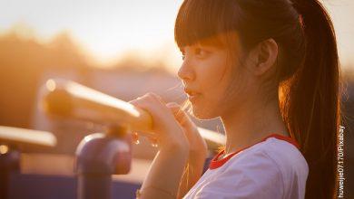 Foto de una niña coreana en un parque