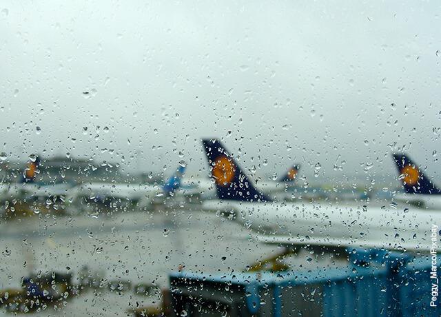 Foto desde la ventilla de un avión hacia el exterior