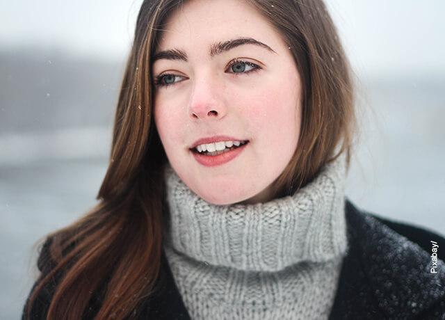 Foto de la cara de una modelo