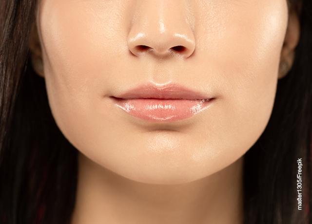 Foto de primer plano de los labios de una mujer